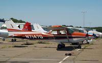 N7147Q @ HWV - Skyhawk on the ramp...