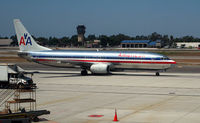 N925AN @ SNA - American 737 taxis at John Wayne Airport