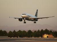 N361DA @ KLAS - Mexicana / 1992 Airbus Industrie A320-231