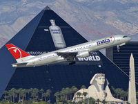 N552NW @ KLAS - Northwest Airlines / 2001 Boeing 757-251
