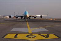 HL7600 @ VIE - Korean Air Boeing 747-400