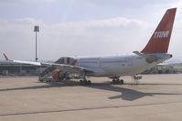 PT-MVD @ CDG - TAM Linhas Aereas Airbus A330-200