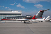 HB-ITF @ VIE - Gulfstream 4
