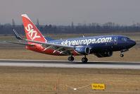 OM-NGL @ VIE - 2007 Boeing 737-76N