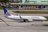 N37298 @ FLL - Continental Airlines B737 taxies in at FLL in Feb 2008