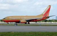 N777QC @ FLL - This Southwest B737 still wears the old colour scheme in Feb 2008