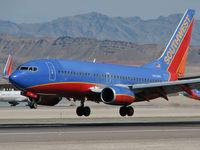 N402WN @ KLAS - Southwest Airlines / 2001 Boeing 737-7H4