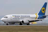 UR-GAT @ VIE - Boeing 737-528
