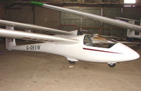 G-DEVW - Gliders at the London Gliding Club at Dunstable Downs
