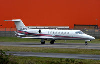 OO-EPU @ EGGW - Belgian Learjet 45 taxies out at Luton - by Terry Fletcher
