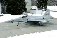 J-3077 @ LSMM - The Meiringen Open House gave some new opportunities to make pictures. The snow made the exclusive background.