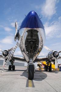N996DM @ VIE - Red Bull DC6