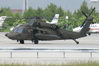 87-24621 @ VIE - USA - Army Sikorsky Black Hawk - by Thomas Ramgraber-VAP