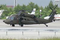 87-24621 @ VIE - USA - Army Sikorsky Black Hawk - by Thomas Ramgraber-VAP