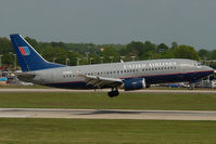 N318UA @ CLT - United Airlines Boeing 737-300