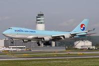 HL7605 @ VIE - Korean Air Cargo Boeing 747-4B5(ER/F)