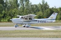 D-EUTC @ LOAU - Cessna 172S Skyhawk @ Flugplatzfest Stokerau - by Amadeus