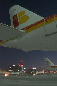 EC-IZH @ VIE - Iberia Airbus 320