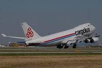 LX-OCV @ VIE - Cargolux Boeing 747-400 - by Yakfreak - VAP