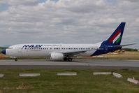 HA-LOH @ LHBP - Malev Boeing 737-800 with Livingston titels