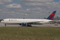 N1605 @ BUD - Delta Airlines Boeing 767-300