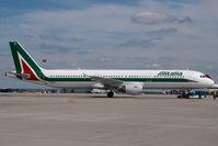 I-BIXU @ LHBP - Alitalia Airbus 321