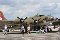 N900RW @ YIP - B-17 Thunderbird