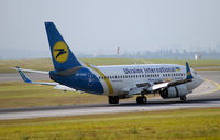 UR-GAK @ VIE - Ukraine International Airlines Boeing 737-5Y0(WL) - by Joker767