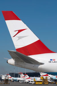 OE-LAX @ VIE - Austrian Airlines Boeing 767-300