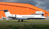 N73M @ EGGW - Gulf V taxies out at Luton - by Terry Fletcher