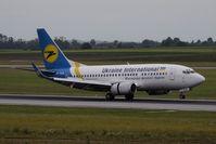 UR-GAK @ VIE - Boeing 737-5Y0