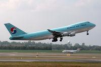 HL7449 @ VIE - Korean Air Cargo Boeing 747-4B5F(SCD)