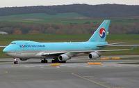 HL7439 @ VIE - Korean Air Cargo Boeing 747-4B5F(SCD)