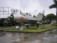 5020 - Hanoi , Air Force museum - by Henk Geerlings
