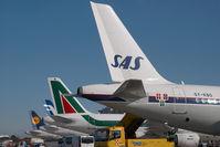 OY-KBO @ VIE - SAS Airbus 319
