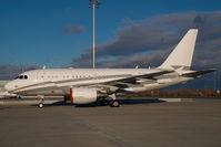 LX-GJC @ VIE - Globaljet Luxemburg Airbus 318