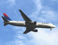N121DE @ MCO - Delta 767-300