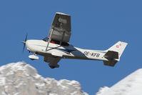 OE-KFB @ LOWI - Cessna 172S Skyhawk SP