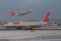 OE-LNP @ SZG - Lauda Air Boeing 737-800