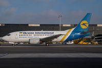 UR-GAU @ VIE - Ukraine International Boeing 737-500