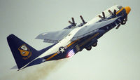 164763 @ KNTD - Point Mugu Airshow 2005