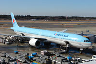 HL7533 @ RJAA - KAL B777 at Narita