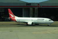VH-TJJ @ YSSY - Qantas B737 taxies on to stand - my aircraft for a flight Sydney to Melbourne