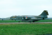 D-8138 @ EHVK - Fully loaded recce Starfighter: four tanks and a recce pod. - by Joop de Groot