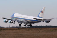 82-8000 @ LFI - SAM 28000 landing RWY 26. The new pilot of the Air Force One aircraft was practicing approaches to Langley AFB by doing touch-n-go's. He did several here at Langley and did several at nearby PHF. - by Dean Heald