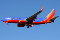 N785SW @ LAS - Southwest Airlines N785SW (FLT SWA1785) from Tampa Int'l (KTPA) on short-final to RWY 25R. - by Dean Heald