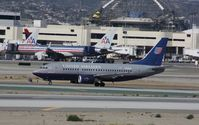 N935UA @ KLAX - Boeing 737-500