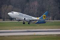 UR-GAT @ ZRH - Boeing 737-528