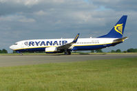 EI-EBG @ EGGW - Ryanair B737 at Luton - by Terry Fletcher