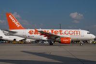 G-EZAW @ VIE - Easyjet Airbus 319 - by Yakfreak - VAP